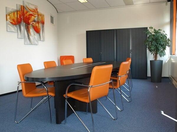 Styling vergaderruimte kantoor 's-Hertogenbosch door Desine Styling